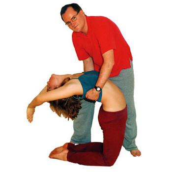 kamel ustrasana  wirkung videos und anleitung zu yoga
